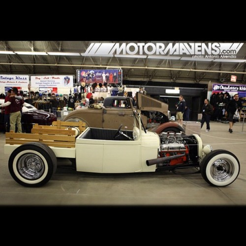 LOVE all the style and creativity in the #traditionalhotrod scene! #slammed with #whitewalls and a #wooden #stakebed on a #hotrod?! Amazing. #GNRS #Mooneyes #Pomona #southerncali #piecrustslicks #roadster