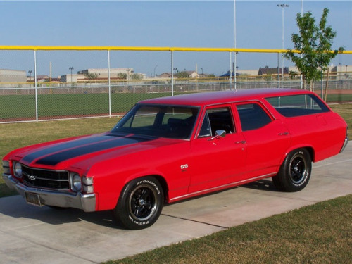 judgemenotyesaints:  Do want.  My  dad  has  one. It's  his  drag  car.