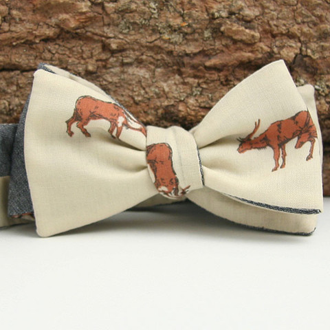 surlyburly:  (via Vintage 1970s Antelope Print & Chambray Reversible Bow Tie - General Knot & Co.)