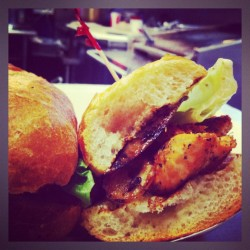 Blackened #coho #wildsalmon #sandwich  #amazing #yum #seattle #seafood #omnomnom #lunch #pikeplacemarket #market #fresh #washington #marketgrill (at Market Grill)