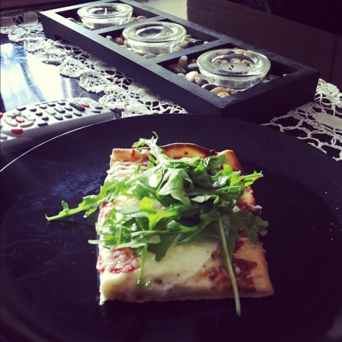 Delicious breakfast pizza @lilmisstati made for us this morning!