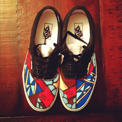 iamsloth:  Just finished up these new SLOTH Vans. Check check checkkk em outtt. #iamsloth #vans #fashion #art  I want them so bad but if I had them and stepped in the mud I would lose my shit. -_-