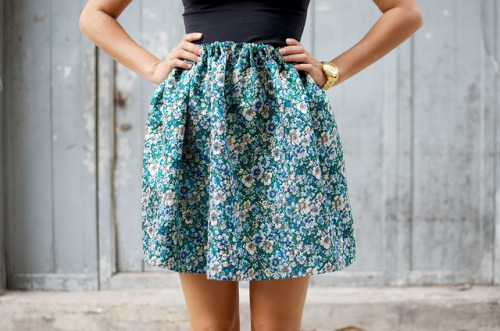 what-do-i-wear:  D.I.Y. HANDSEWN BROCADE MINI SKIRT (image: apair-andaspare)