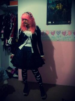 Cutsew and Bolero: h.BLOOD Skirt: Moi Meme Moitie Shoes: Bodyline Accesories: Handmade and offbrand.