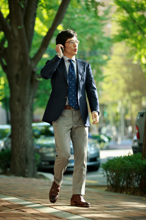 Mr. Rock June Kim, on the way to meet his clients. Trousers : Finealta MADISON, Jacket : B&Tailor, Shoes : Zonkey Boots