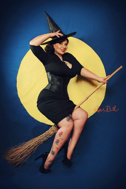 Plus Size Pinups, Rockabilly and Vintage Gals, (Facebook).