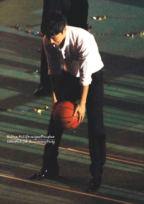 Leeteuk said Donghae threw the ball like a girl n__n;; cr miyaxdonghae  i don't care teukie he's my man~!! =DD