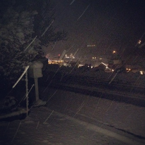 Hey, it's snowing! #truckee #tahoe #october #snow #sierra