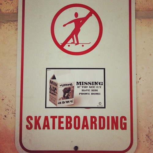 #skateboarding #ETisMISSING #missing #KEEPINGitTRILL #slap #slaps #streetart #eTee & #Astraea #collaboration #hollywood #browardcounty #954 (at Siam Oishi)