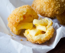 oohhhbaby:  mac and cheese balls