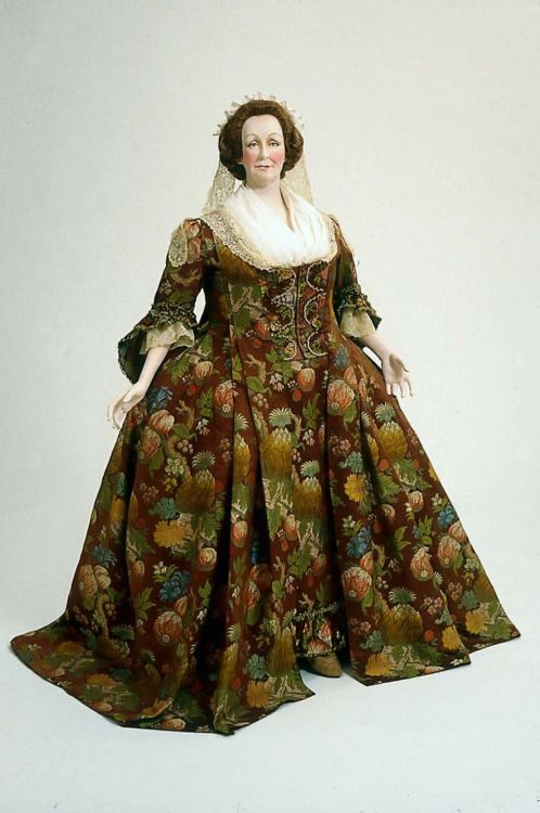 Morning dress in two parts (robe à la français), ca 1740 France (altered at a later date), Museum of Fine Arts, Boston