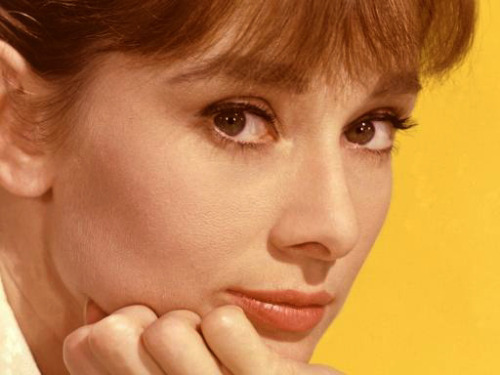 """He looks into her eyes. And he feels good"" (in the picture: Audrey Hepburn)"