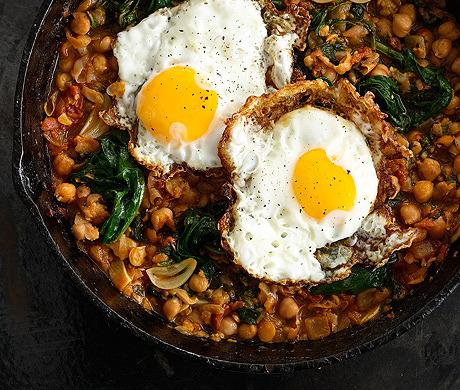Spinach with Chickpeas and Fried Eggs (Bon Appétit, October 2012)