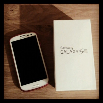 In love with my new phone #love #my #new #awesome #phone #galaxys3 #samsung #finally #white #pink #swag #best #instagood #instagold #instalove #foreverinstagram