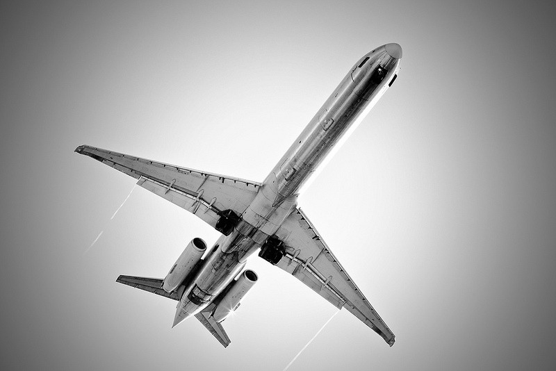 Brilliant black & white shot of an American Airlines MD-80 overhead. I love the shape of these rear-engined beauties! Photo by Paolo.