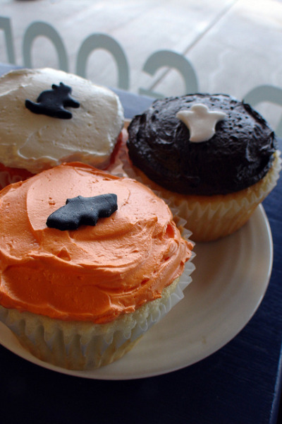 Halloween Cupcakes by Herbert Harper on Flickr.