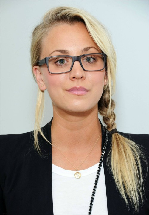 girlswithglasses:  kaley cuoco #5