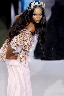 Naomi at Christian Dior Haute Couture F/W 2007