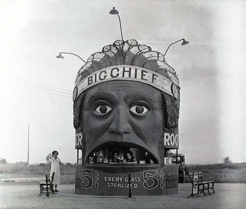 tumblrrinserepeat:  Flashback 1933: Big Chief root beer stand, Kansas City, Missouri.