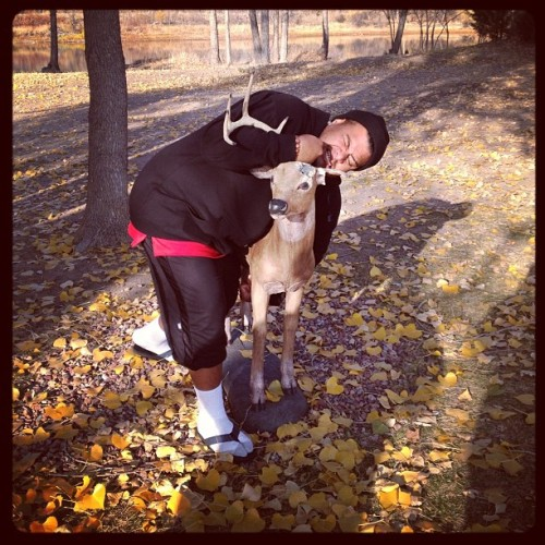 @siaosilive wrestled a deer for us to ride lol #givethankstour #thatsnotahorsegeorge