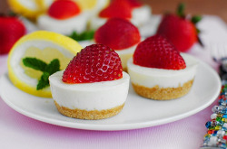 thecakebar:  No Bake Strawberry Lemon Cheesecake Bites! (tutorial/recipe)  These would be good right about now :D