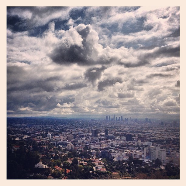 Weather in LA, from my Runyon Canyon run on Sunday - #la #runyoncanyon #view #downtownla #downtown #clouds #weather #hollywood #hollywoodhills #darkskies #hike #run #sunday #california (at Runyon Canyon Park)