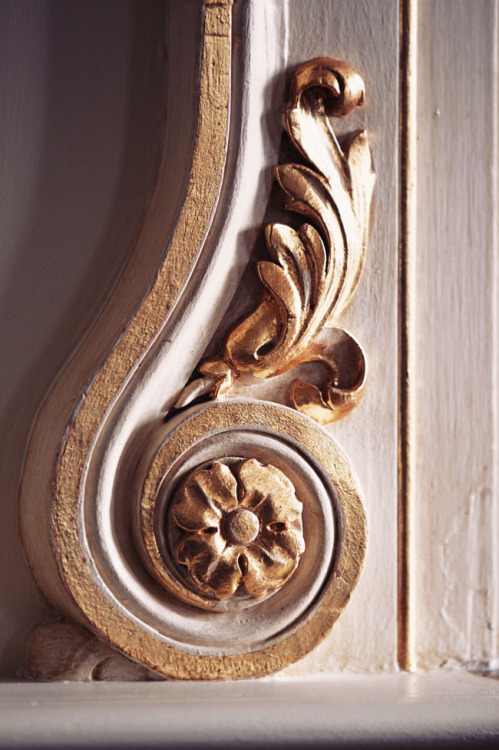 kieljamespatrick:  French Scroll Molding