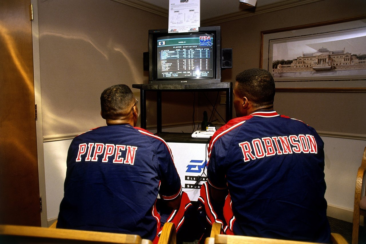 Pippen & Mr. Robinson play Team USA Basketball. (photo)