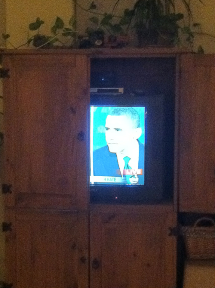cybergirlfriend:  the way my dad watches the debate