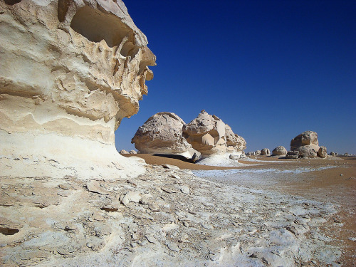 abluegirl:  Calcium rock formations in Egypt's White Desert, so named because of the bleached rocks that have been weathered by thousands of years of sandstorms into impressive shapes. By John Stavinoha.
