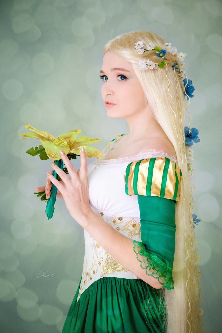 disneycosplayftw:  Rapunzel and Flower by Usagi-Tsukino-krv