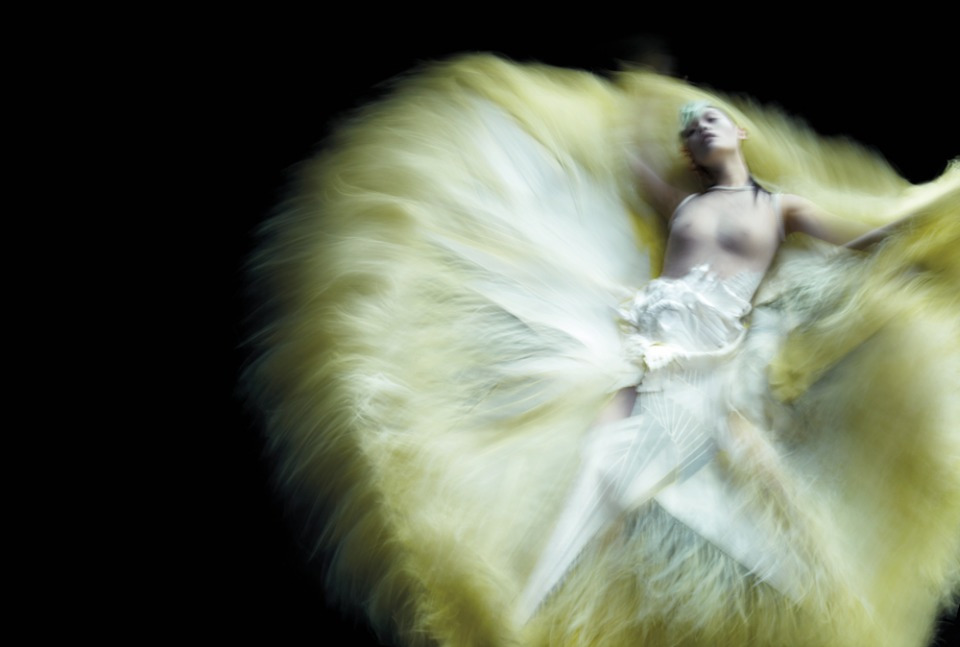 neverbehindthe8ball:  From Nick Knight's editorial, featured in V magazine, Summer 2011