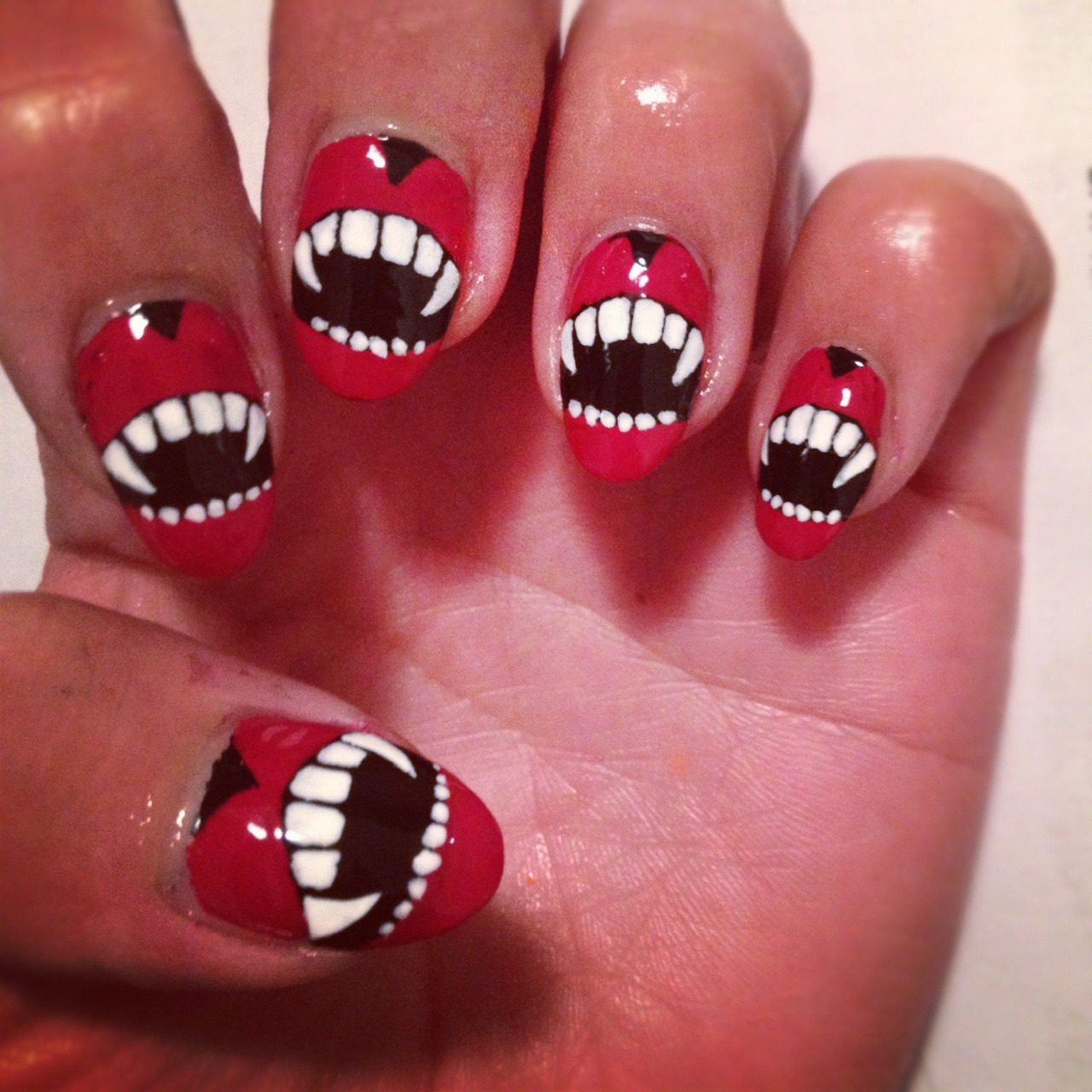 nailsbymh:  Fangtastic nails for Halloween!