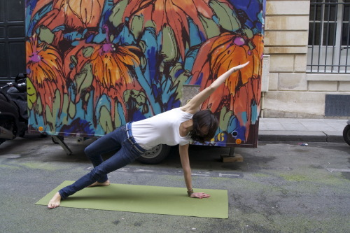 rdvyoga:  Street Yoga in Paris