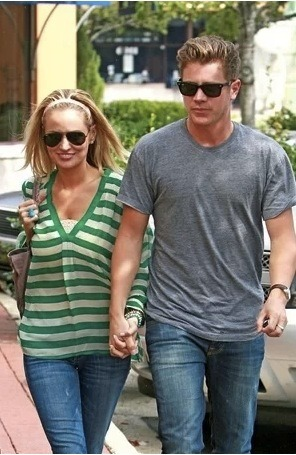 Well this was unexpected: Jef Holm and Emily Maynard were spotted together over the weekend in Charlotte. Witnesses say they both wore sunglasses and grimaced faces but got in the same car together… We're not sure what to make of it yet.