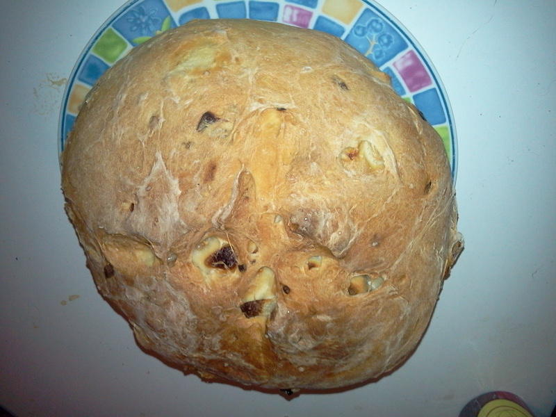 It was so fun to bake some onion bread today that I think I'll keep doing it