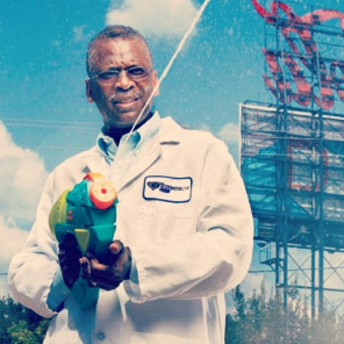 heckyeahplanetblerd:  Lonnie Johnson, engineer and inventor of the Super Soaker. #BLERD