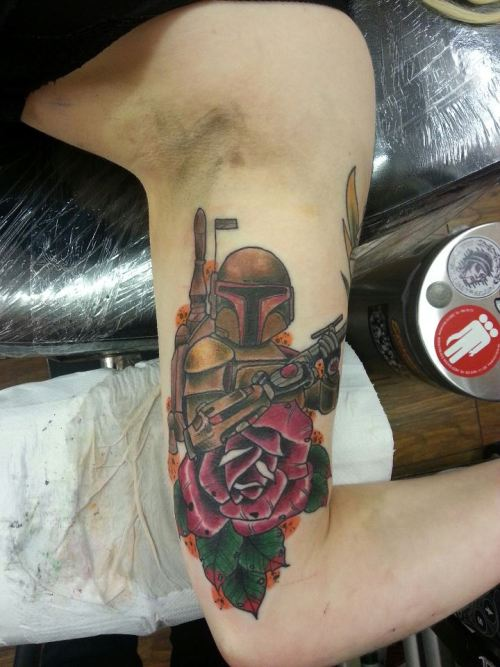 fuckyeahtattoos:  Well this is my 4th tattoo. Boba Fett from Star Wars. Done by Darryl Mullen at Top Mark Tattoos in Stirling. He did an awesome job as per usual. :)