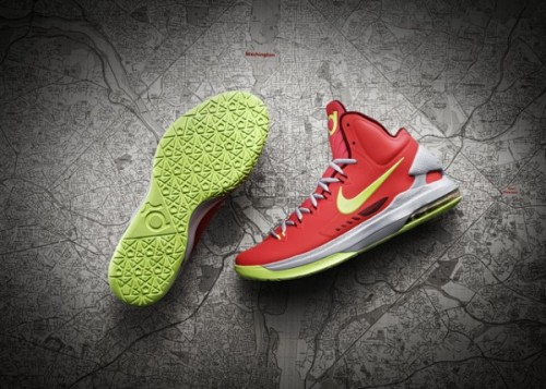 "Nike KD V got some official pics of the new Durant signature.  new hyperfuse uppers seem to be on all the signature lines.  the higher ankle kinda looks like the LeBrons. click here for more pics Related articles ""Christmas"" Nike LeBron X (sneakernews.com)"