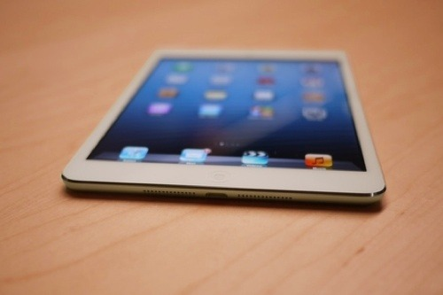 theminimalisto:  iPad Mini, watch the keynote here.