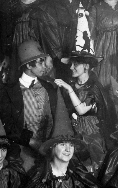 maudelynn:  Friends on Halloween c.1910 (and that's it from me till later! xo xo ) via sexywitch.wordpress.com