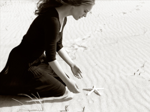 Natalie Portman in the Shirin Neshat short film.