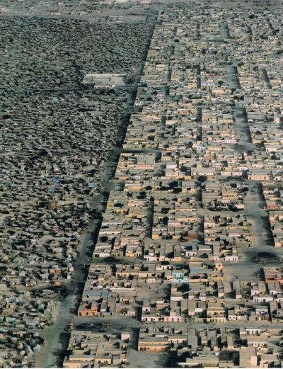bionicaarquitectura: An invisible frontier _ Nouakchott, Mauritanie Photography: Steve McCurry National Geographic August 1987