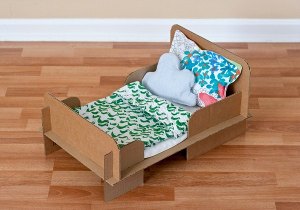 DIY CARDBOARD BED(via { Ambrosia Creative })