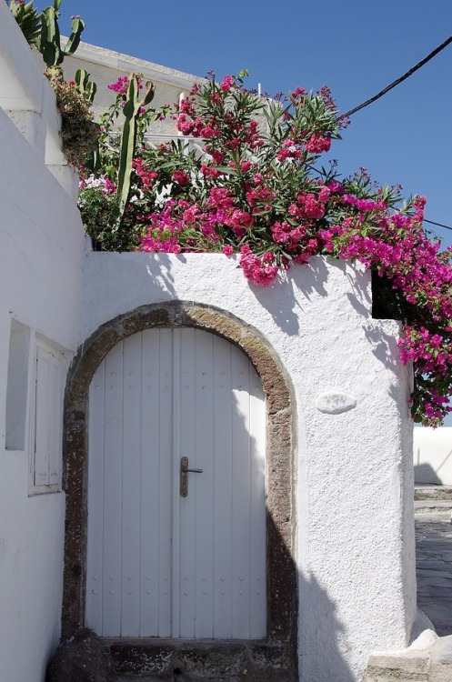 White door - Santorini
