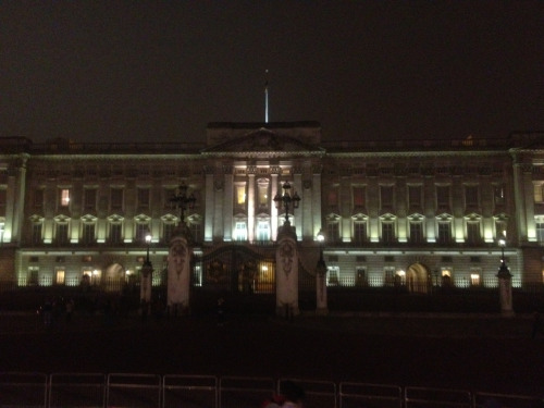 So I was outside Buckingham palace this evening and only after do I  find out The Queen and Kate were there with all the gold medalists!