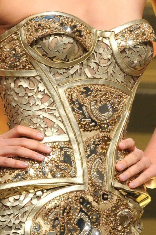 southafricasmostfashionable:  Versace Haute Couture 2012