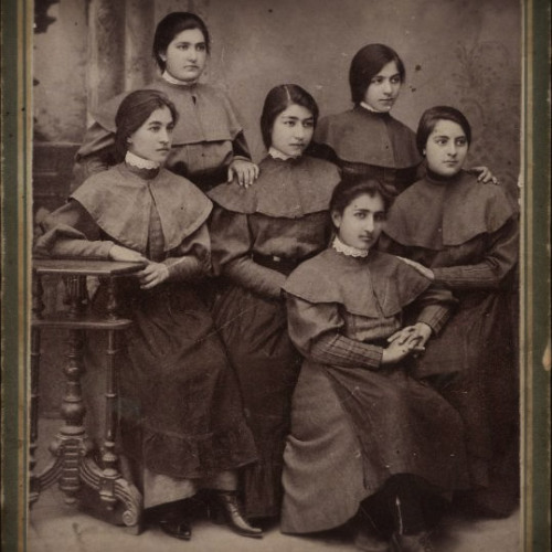 valsen:  Iranian schoolgirls, early 20th century  WOW! celebrating my heritage! this is amazing -Tara