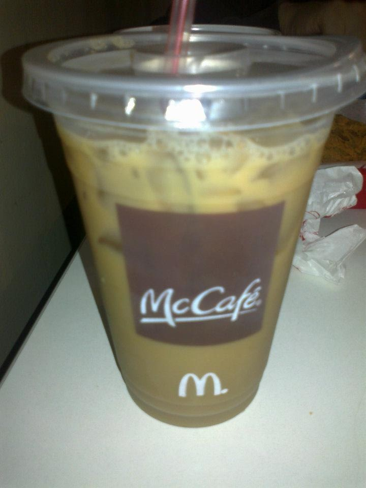 i always crave for frappe or any cold coffee drinks…i think im addicted to coffee already….can't help it, it so good…this mccafe was wat i was always buying when we went to manila…