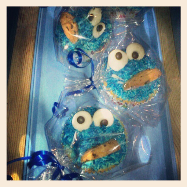 Good job on the boy's birthday Cookie Monster muffins @SabsFaerieDust. (at Woodyard Manor)